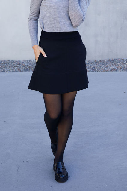Flared Short Skirt Sort
