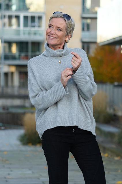 Mino LS Knit Boxy Knit Lysegrå