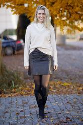 Lulu LS Knit V-neck Lys beige