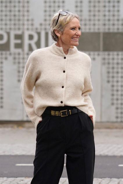 Debbie Short Cardigan Lys beige