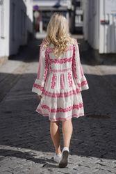 Miriam Short Embroidered Dress Rosa
