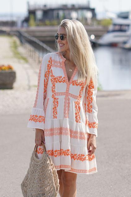 Miriam Short Embroidered Dress Oransje