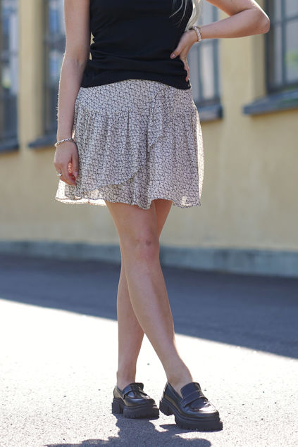 Lacing Skirt Cement