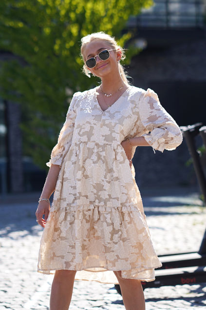 Sadie V-neck 3/4 Short Dress Sandshell