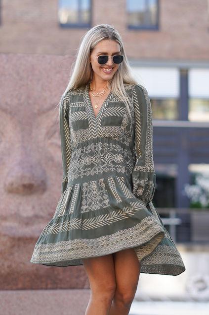 Cecilia Gold Embrodery Dress Olivengrønn