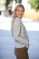 Lulu Knit O-Neck Lys grå melert