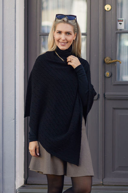 Carrie Poncho Sort